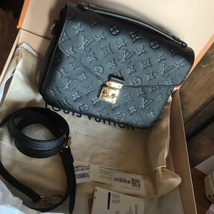 Louis Vuitton Pouch Metis Black Leather Gold Purse